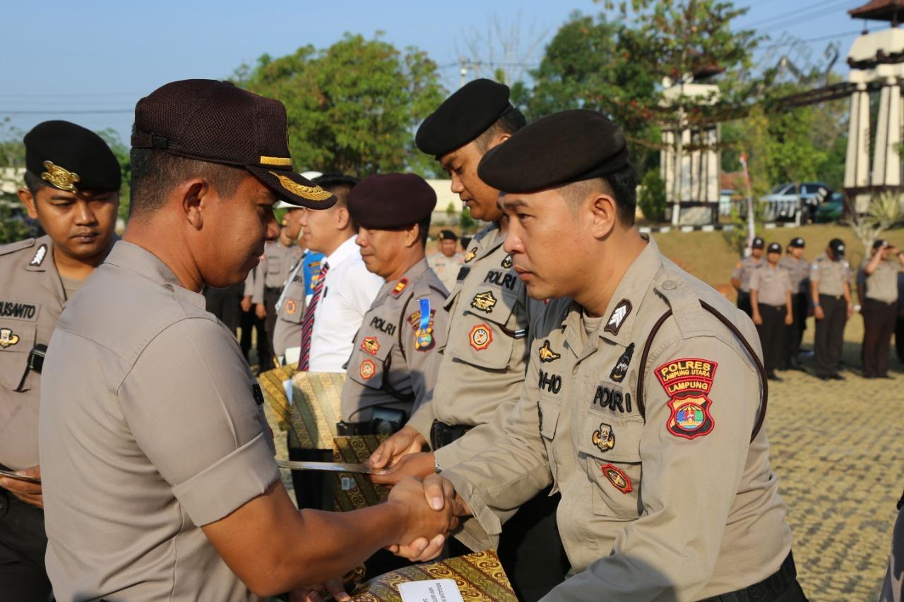 Kapolres Lampung Utara Pimpin Kenaikan Pangkat Anggotanya