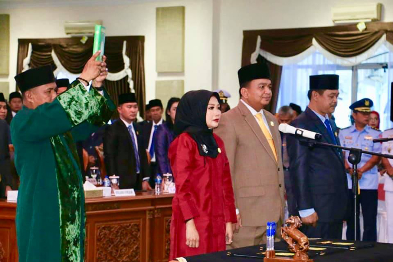 Prosesi Pengambilan Sumpah dan Janji Pimpinan DPRD Kota Tanjungpinang 2019-2024