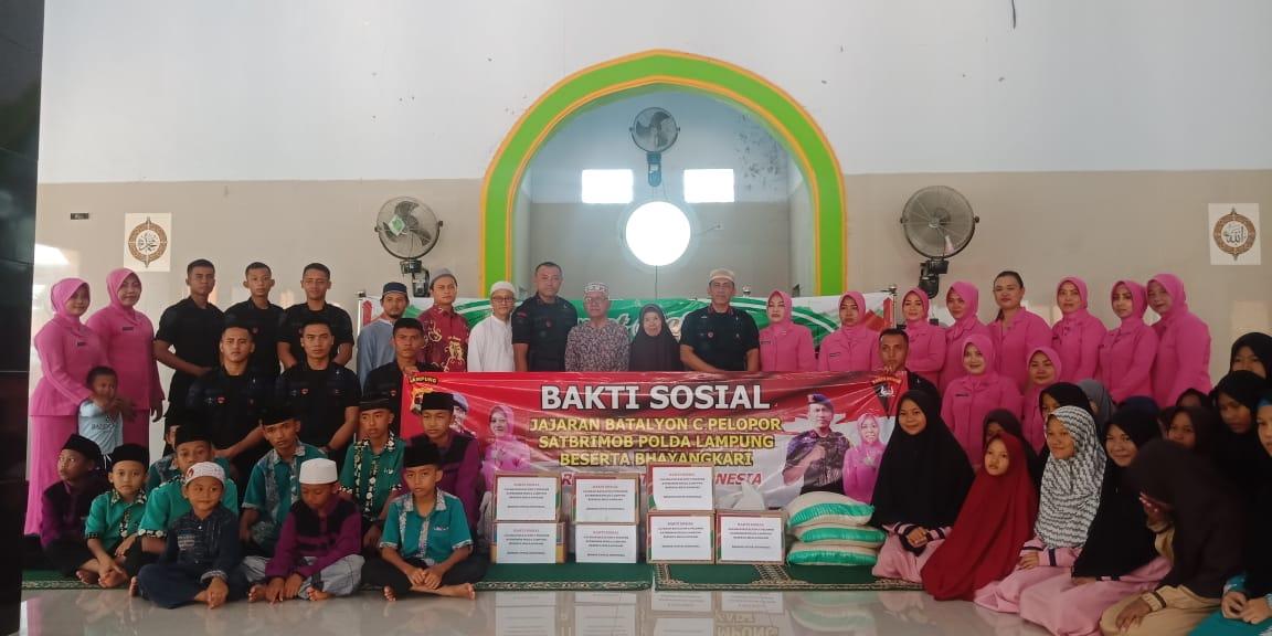 Sat Brimob Polda Lampung Gelar Bakti Sosial
