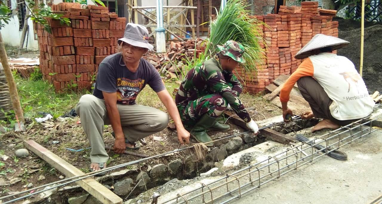 Bak Tukang Profesional, TNI Ini Merangkai Besi