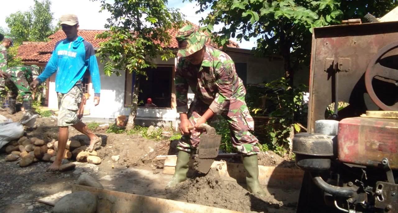 "TNI Yang ""Ahli"" Bikin Adonan Semen Diterjunkan di Pra TMMD"