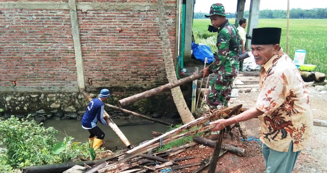 Talud Ditata TNI, Alur AIr di Pantirejo Akan lancar