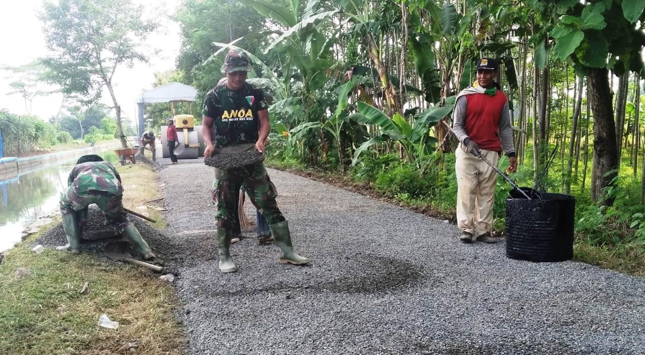 Terus dikebut Pengaspalan Jalan TMMD di Pantirejo
