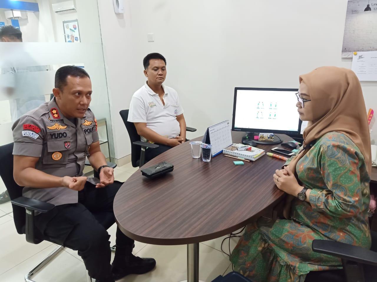 Cegah Penyebaran Virus Corona Kapolres Lampung Utara Himbau Pihak Bank Berikan Disinfekta Ke Uang Kertas