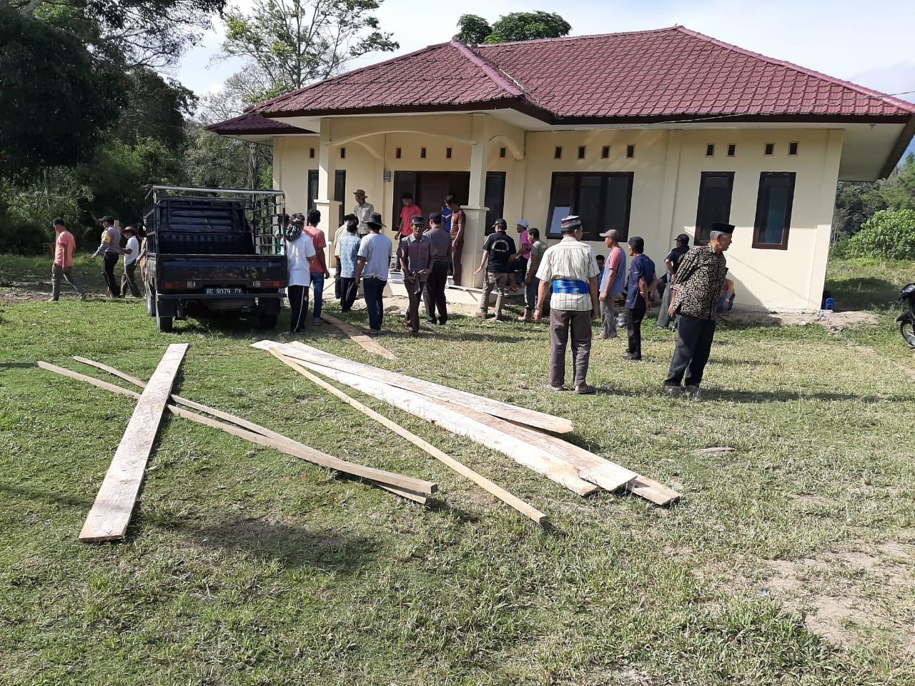 Inisiatif Sendiri, Para Perangkat Desa Gotroy di Mako Polsek Kutapanjang
