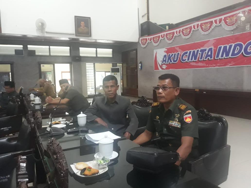 Danramil 14/slawi, Kapten Infanteri Shokib Setiyadi Hadiri Rapat Paripurna DPRD