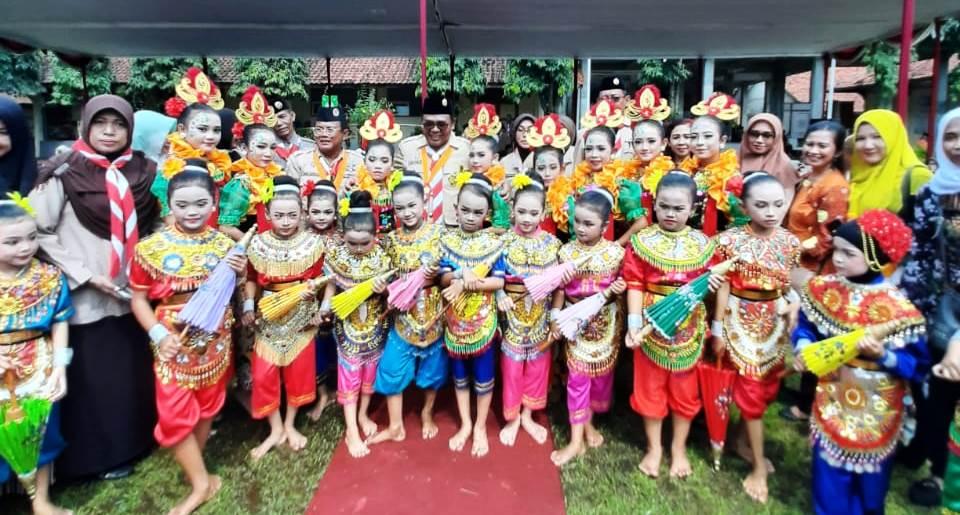 "Tari Payung dari ""Mekar Budaya"" Bojong Ramaikan Pembukaan TMMD"