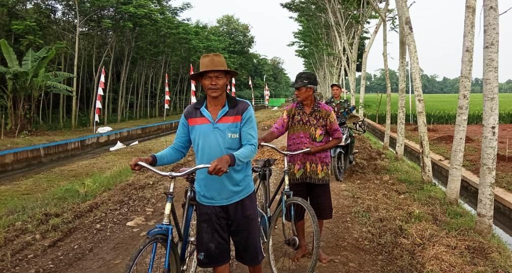 """""""Jalan Dibangun TNI, Nanti Saya Tidak Perlu Nuntun Sepeda Lagi"""""""