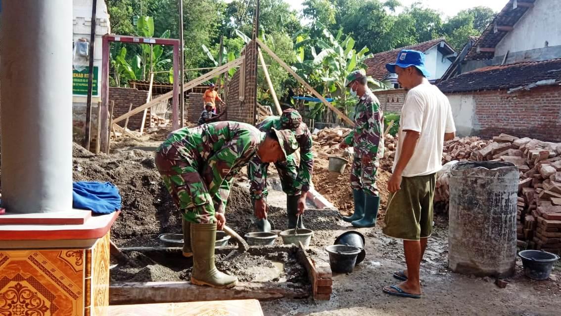 """TNI Ahli Tukang Terus """"Gasak"""" Rumah Warsumi"""