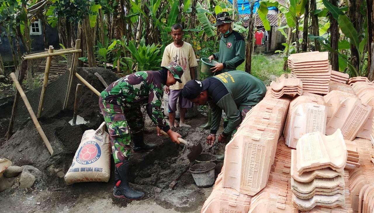 TNI Ganti Seluruh Genting Rumah Pak Manis