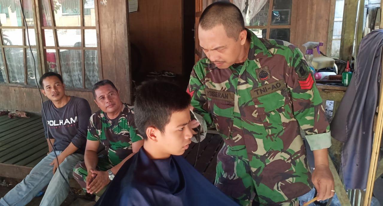 Pangkas Rambut Gratis di TMMD ke-107 Kodim 1002/Barabai