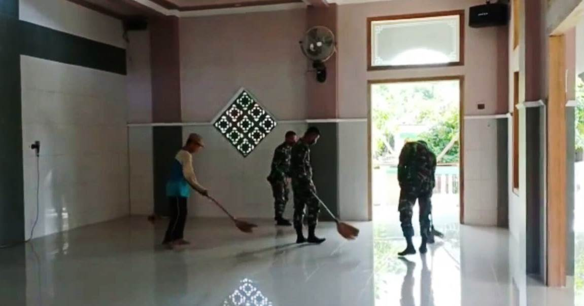 Di Ujung TMMD Pantirejo, Satgas Bersihkan Tempat Ibadah