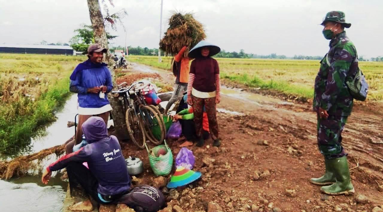 Komandan Yang Terus Jalin Keakraban Dengan Warga di Lokasi TMMD