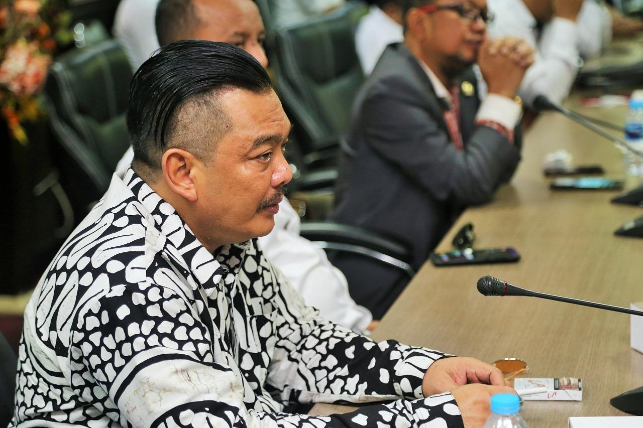 Komisi III Rapat dengan Dishub dan Komisi III DPRD Batam Membahas Taksi Online