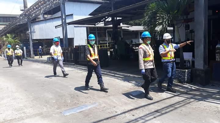 Kapolres Minahasa Selatan pantau pelaksanaan Physical Distancing di PT Cargill Indonesia