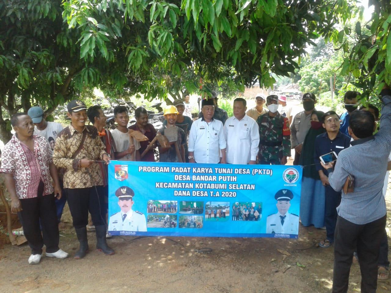 Warga Desa Bandar Putih ikut Berpartisipasi dalam Kegiatan PKT