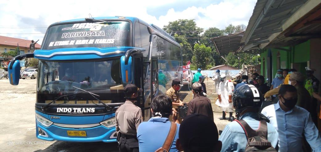 Tim Gugus Tugas Covid 19 Lampung Utara Cek Kedatangan Bus Asal Magetan