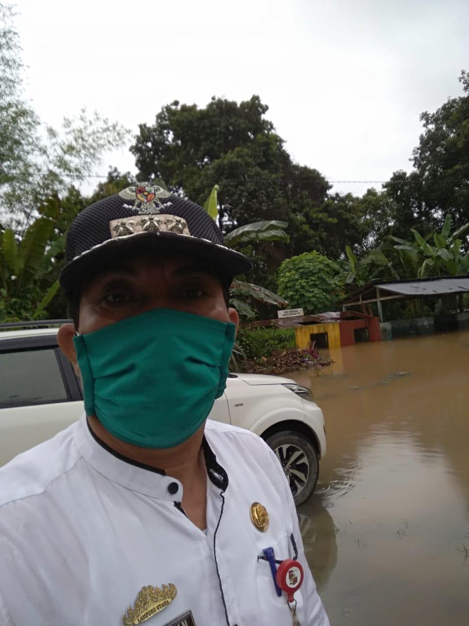 Camat Kotabumi Selatan Gotong Royong Atasi Banjir
