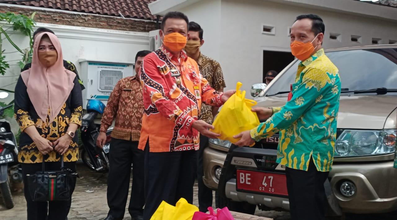 ASN Inspektorat Lampung Utara Sumbangkan 100 sembako untuk Warga Lampura