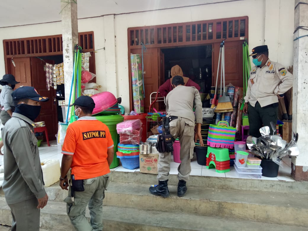 Pedagang Beras di Pasar Wae Kesambi Menyampaikan Apresiasi Terhadap Pol PP Kabupaten Manggarai Barat
