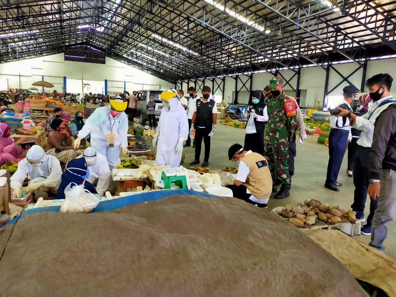 GTPP Covid-19 Hulu Sungai Tengah Lakukan Rapid Test Di Pasar Kramat Barabai