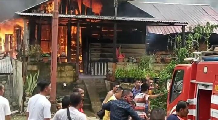 4 Rumah Warga di belakang Kantor Wali Kota Gunungsitoli Ludes Terbakar