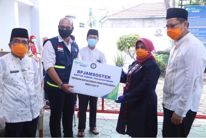 BPJS Ketenagakerjaan Salurkan 160 Paket Sembako Untuk Penerima Manfaat di Tanjungpinang