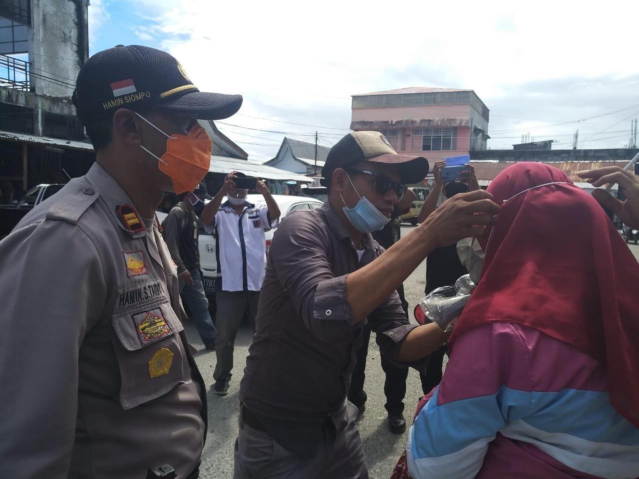 Polres Malra & PWI Yual Malra Bagikan Masker