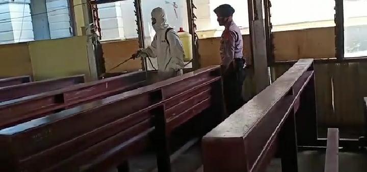 Penyemprotan disinfektan oleh personil Batalyon C Pelopor di Gereja Katedral St .Maria Langgur