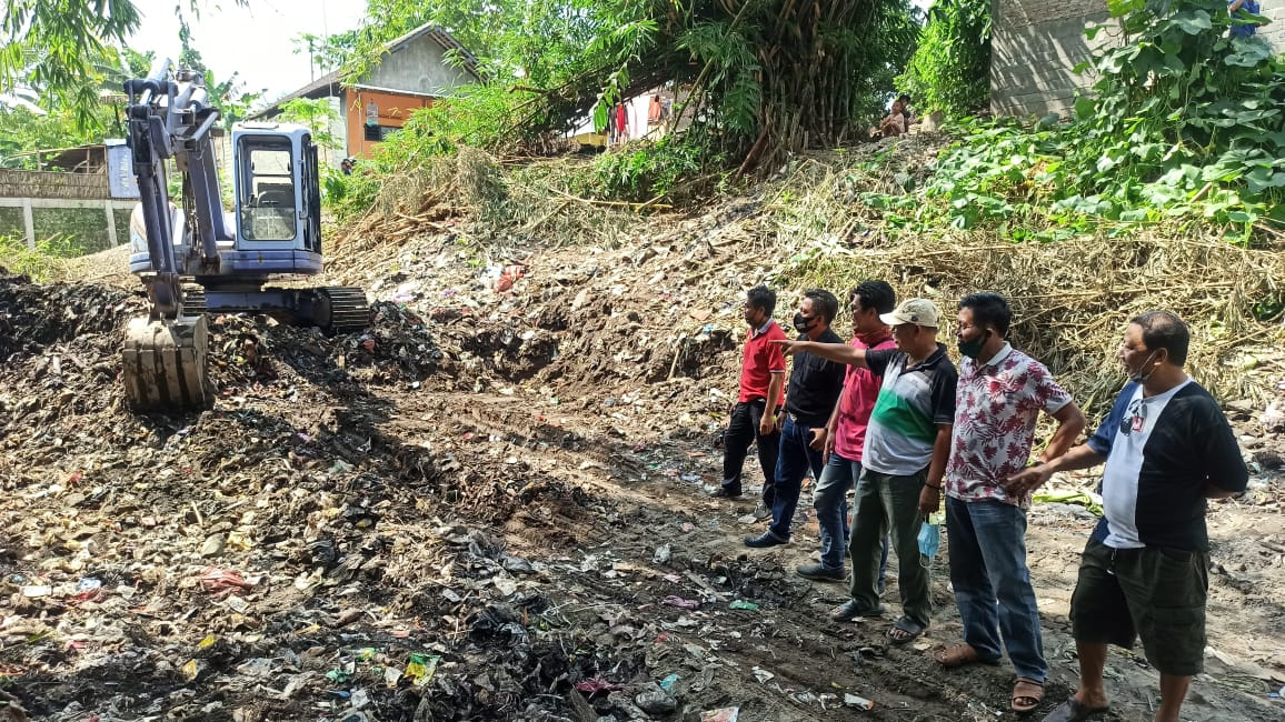 Komunitas Pecinta Alam Kota Blitar Gotong Royong Bersihkan Sumber Tangis Jadi Gunung Sampah
