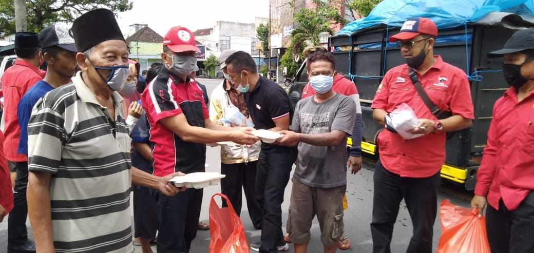 Peringati Lahir Bung Karno di Tengah Covid-19, PDIP Kabupaten Blitar Gelar Baksos Bantu Sesama