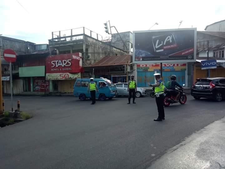 Sat Lantas Polres Minsel Ingatkan Pengendara Pakai Masker dalam Kegiatan Gatur Pagi di Pusat Kota Amurang