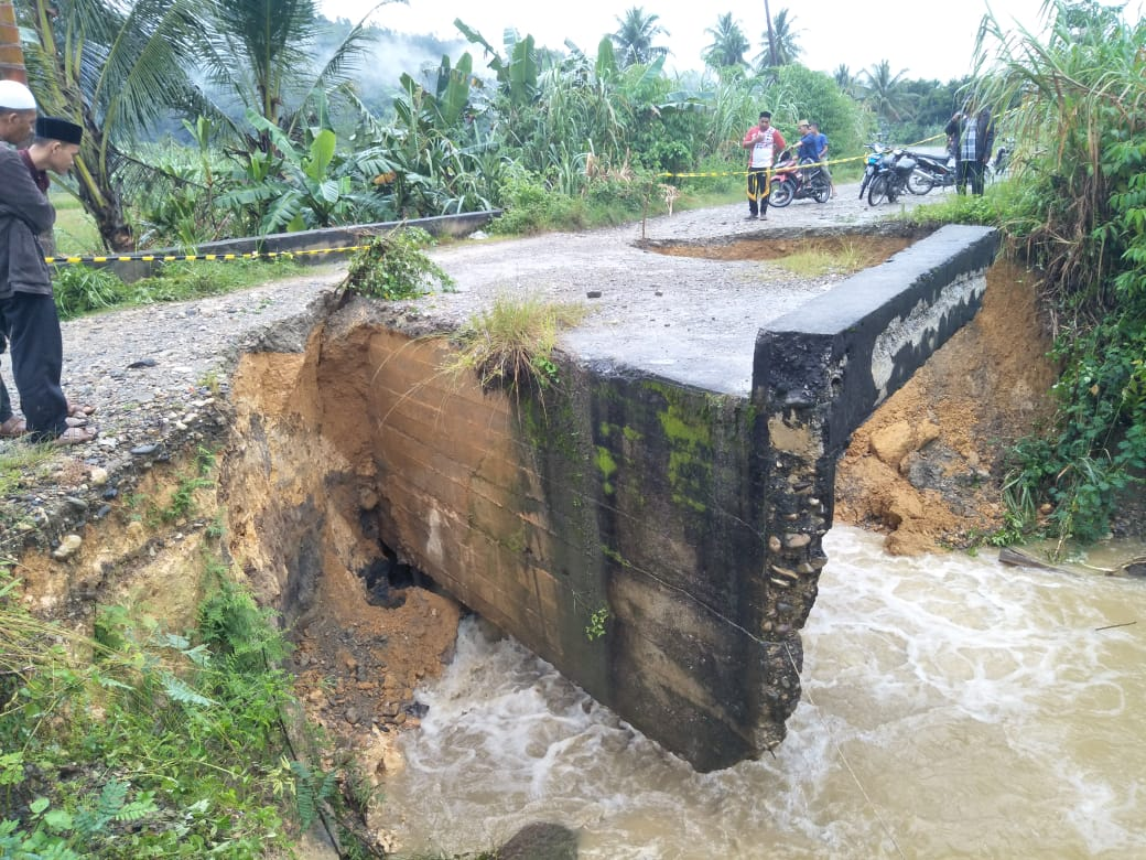 Arus Lalu Lintas Jalan Nasional Lokop – Gayo Lues Terputus, Ganggu Perekonomian Masyarakat