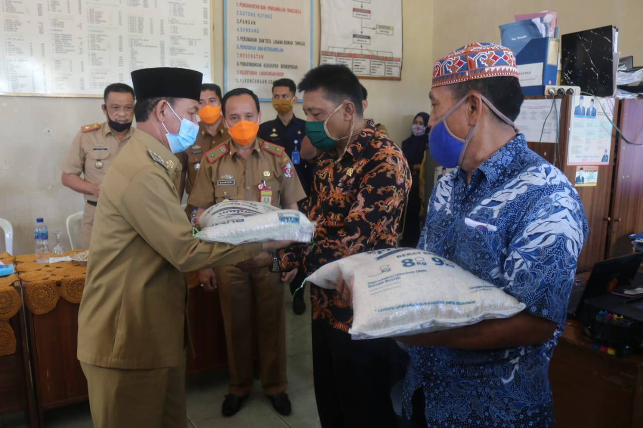 Pemkab Lampura salurkan 379 ton beras bagi 12.621 KPN diempat Kelurahan