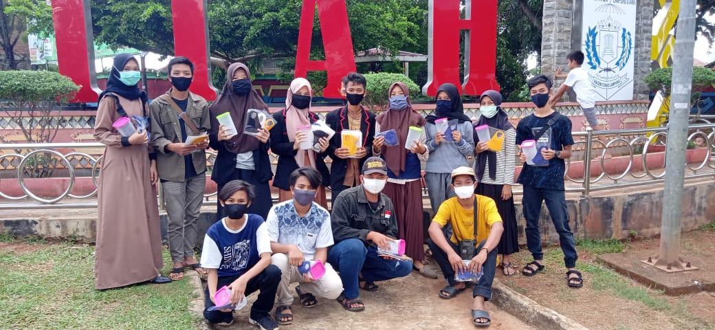 Peringati Hari Lahir Pancasila OSIS, PMR dan Unit PMI MAN 1 Kotabumi Bagikan Masker dan Wadah Air Minum