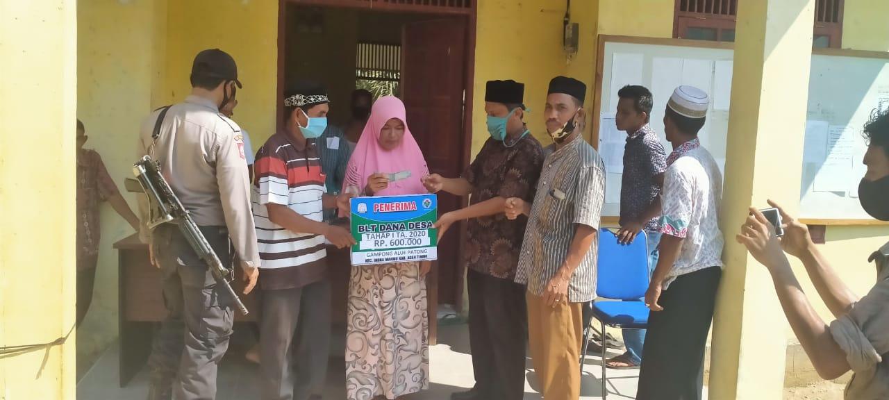 Pemerintah Gampong Alue Patong Salurkan BLT Dana Desa
