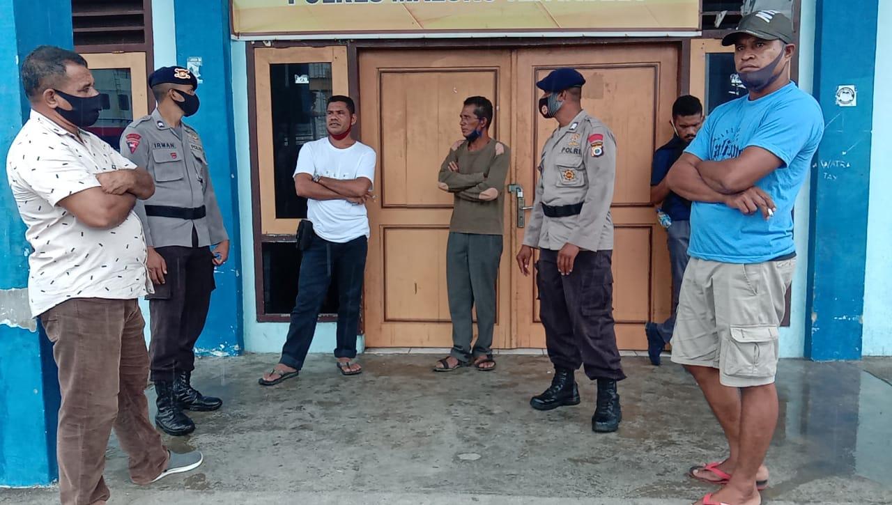 Personil Brimob Polda Maluku Kasih Pencegahan Covid 19 Kepada Masyarakat