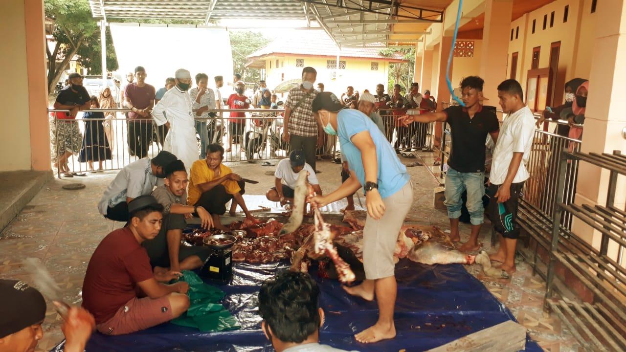 Polres Buol Salurkan Daging Kurban Untuk Warga
