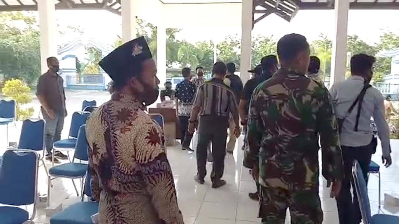 suasana ricuh saat rapat kordinasi di pendopo Kecamatan tegal Barat kota Tegal
