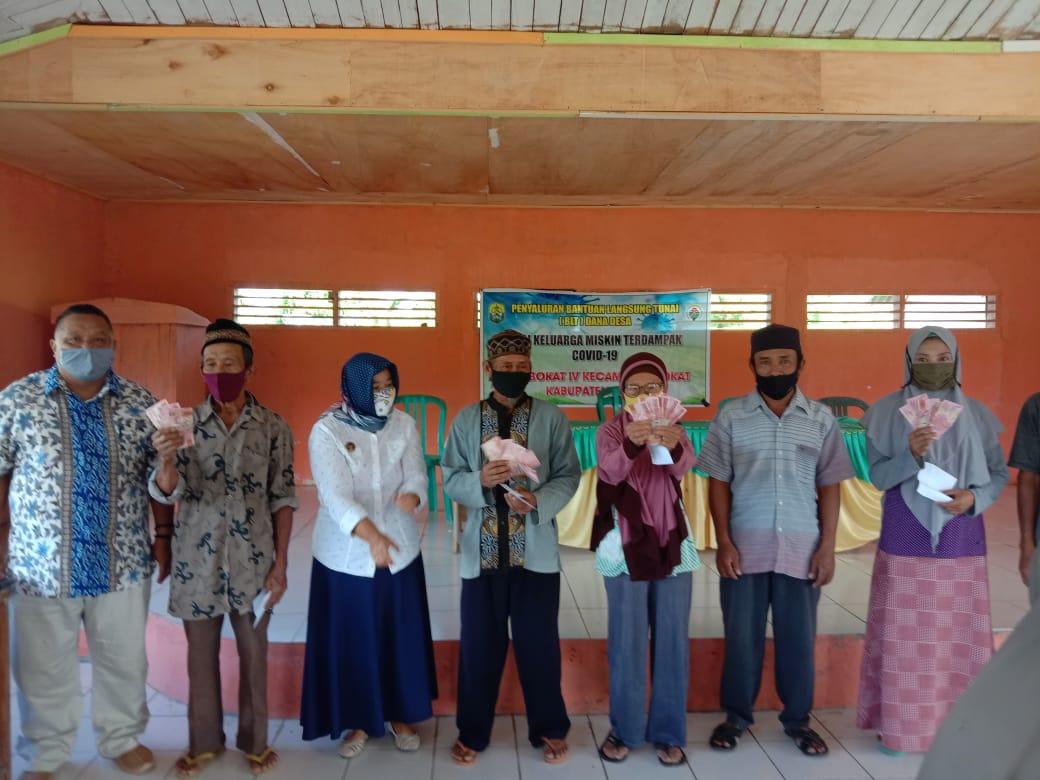 Desa Bokat 4 Salurkan BLT DD tahap III