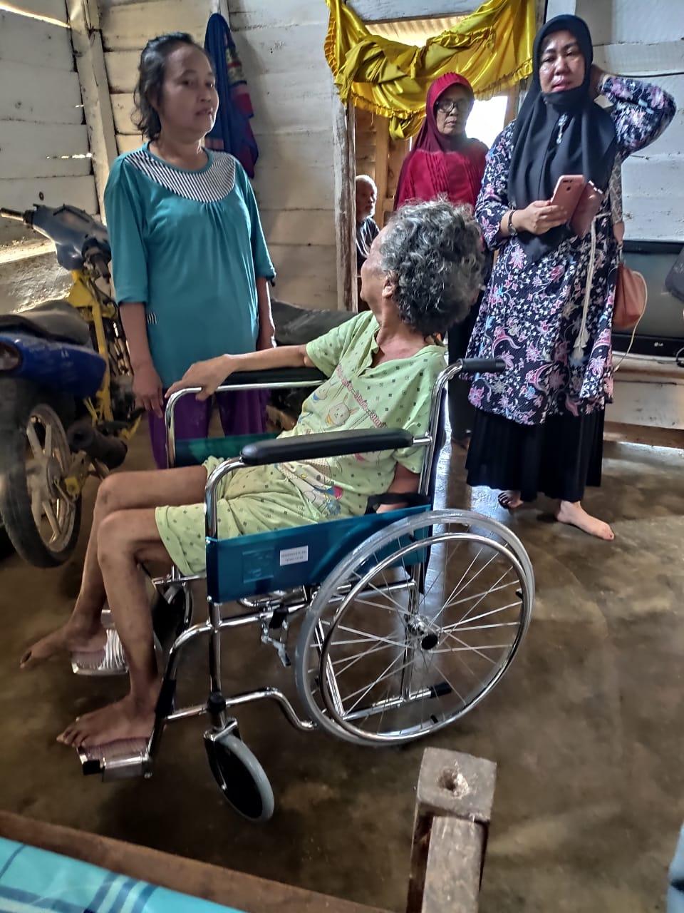 Bertahun Tahun Lumpuh Kedua Warga Ini Akhirnya Dapatkan Kursi roda dari KJB