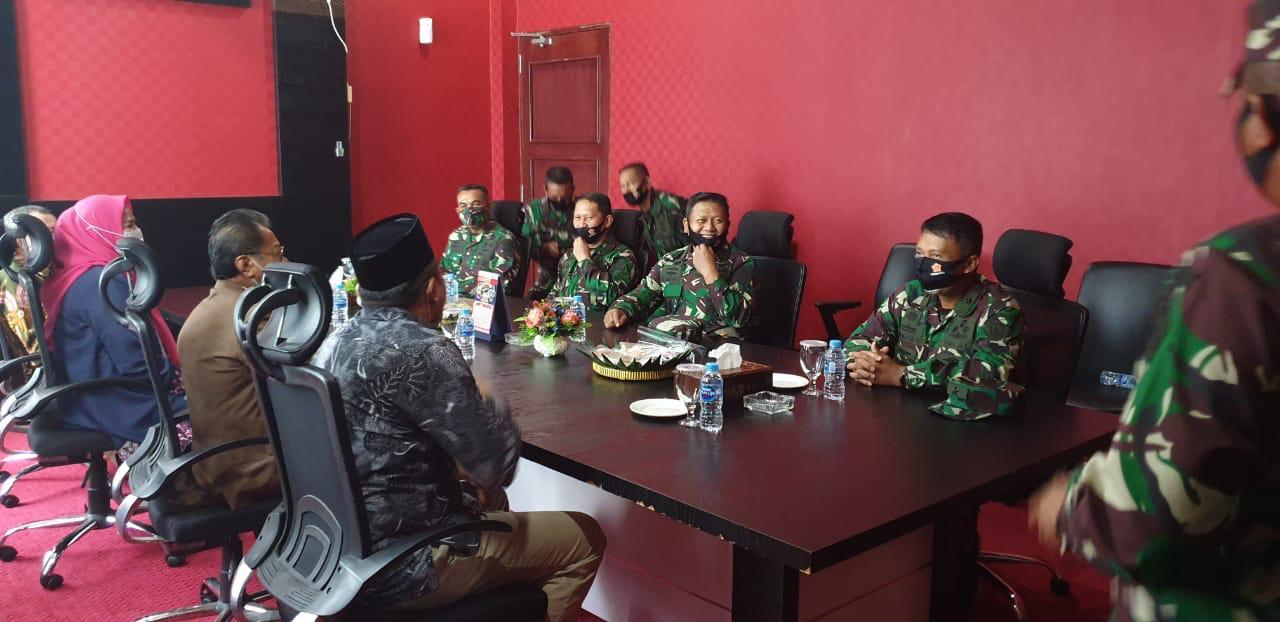 Wadan Lantamal IV Temani Pangokogabwilhan I Sambagi Ketua DPRD Kepri