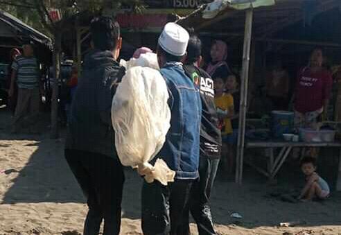 Diduga Kelalaian Dari Pengelola Pantai Tanjung Pakis, Mengakibatkan Bocah Ngambang Tak Bernyawa.