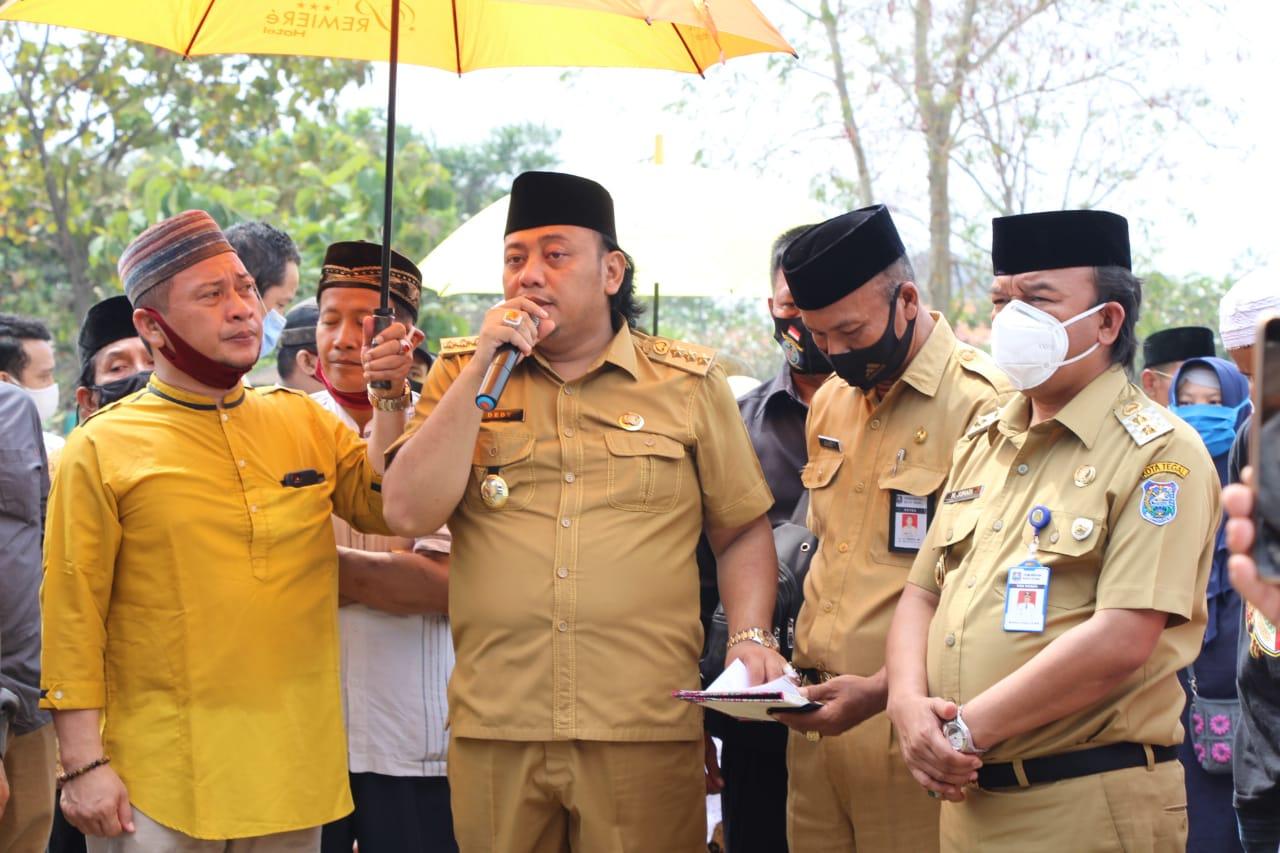 Dedy Yon Pimpin Langsung Prosesi Pemakaman Jenazah Mantan Walikota Tegal