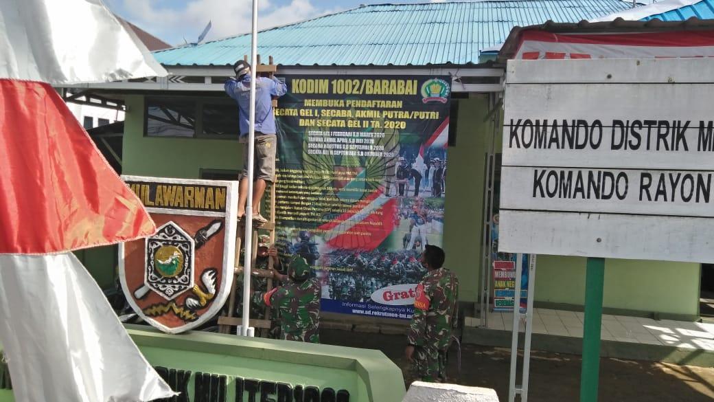 Koramil 06/Barabai Pasang Baliho Rekrutmen TNI-AD