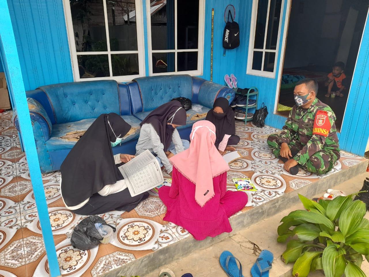 Babinsa Koramil 05/Pandawan Pantau Pembelajaran Daring Di Wilayah Binaan