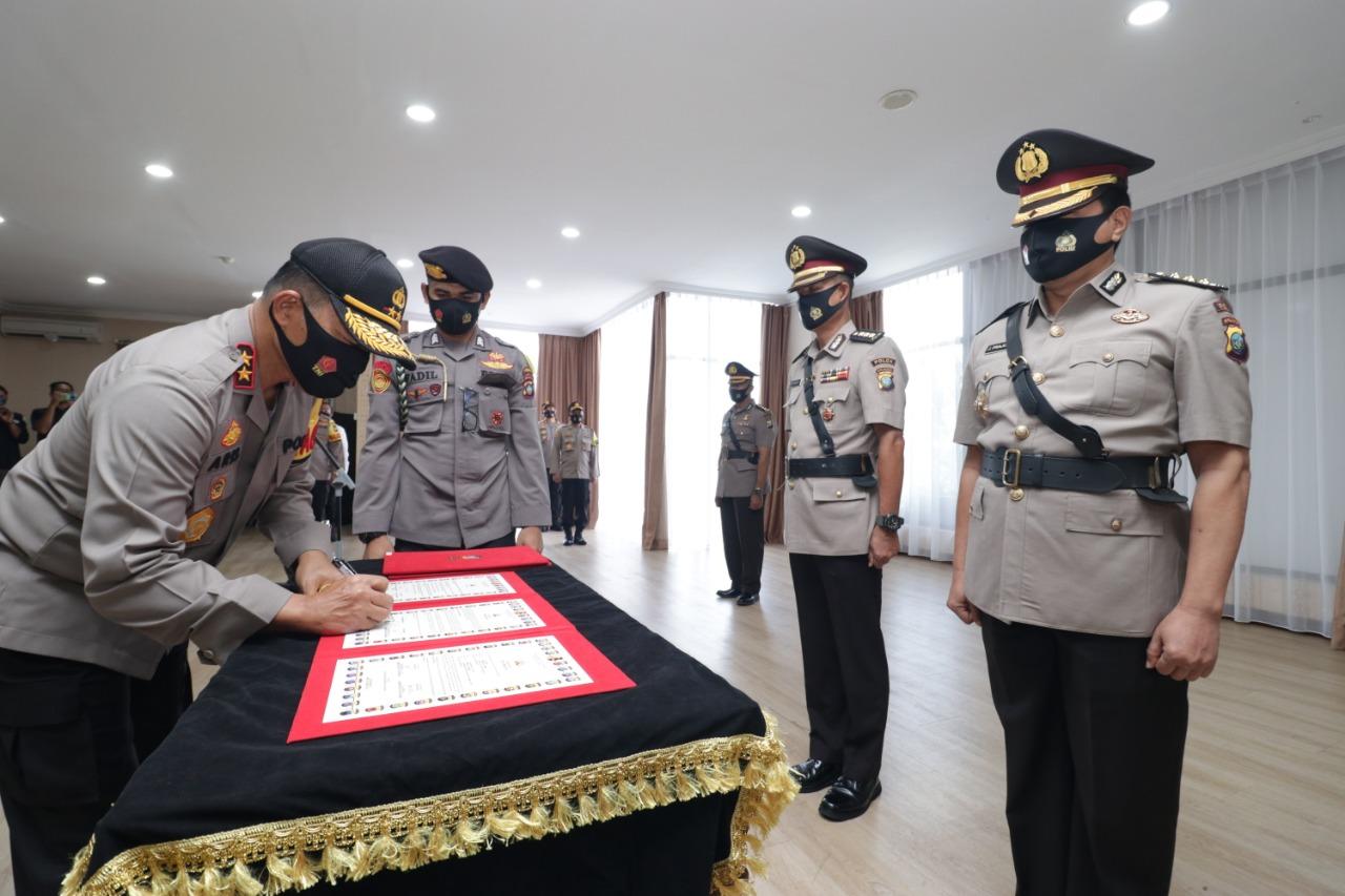 Kapolda Kepri Irjen Pol Aris Budiman Lantik Yos Guntur Jadi Kapolresta Barelang