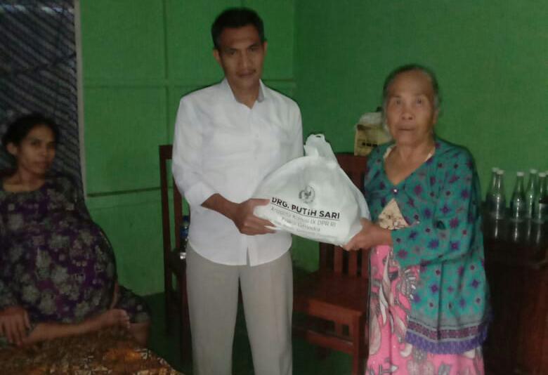 Sekertaris Komisi 1 DPRD Karawang Sambangi Yani Royani Penderita Penyakit Kista