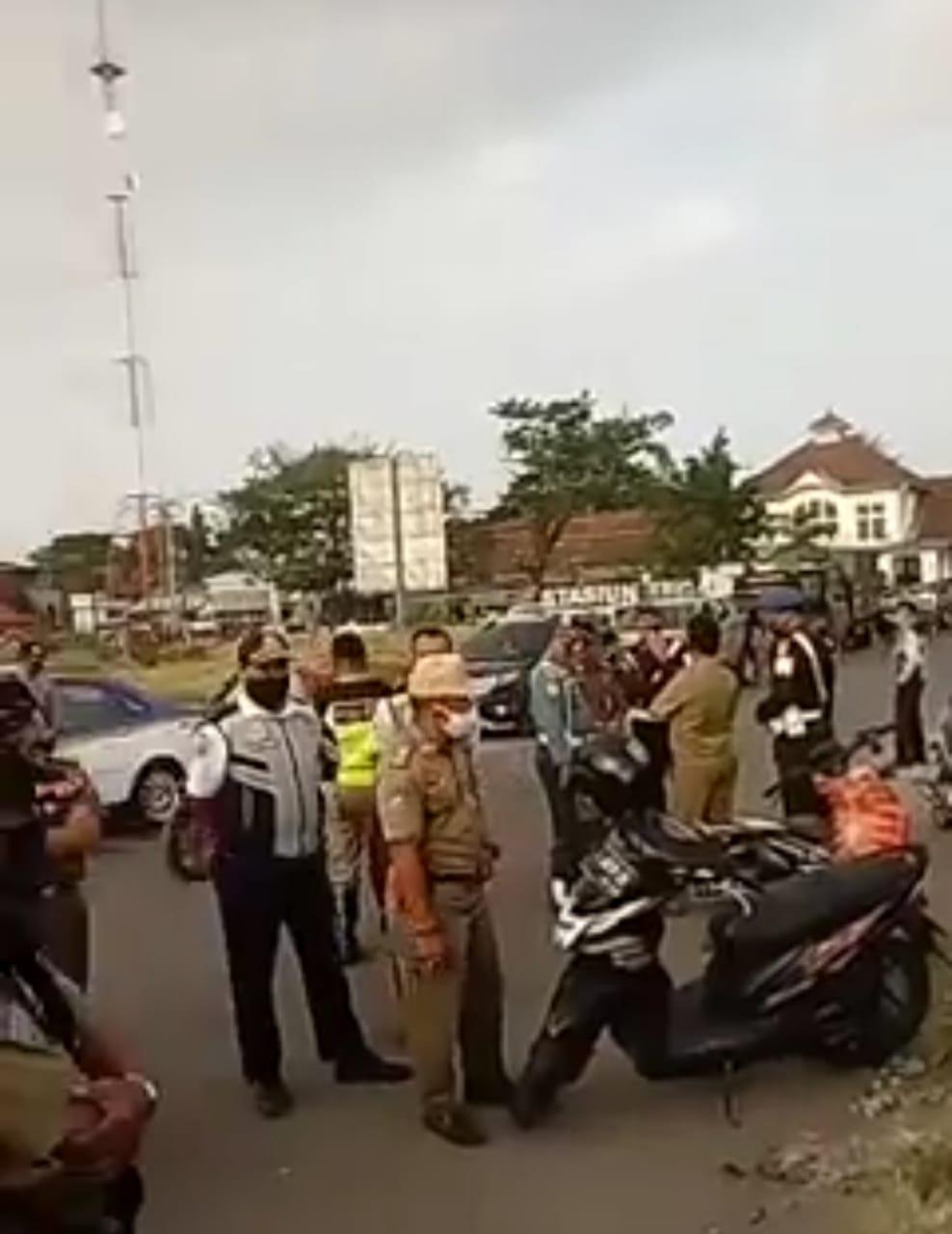 Sterilkan Lokasi Proyek, Satpol PP Halau PKL Taman Pancasila