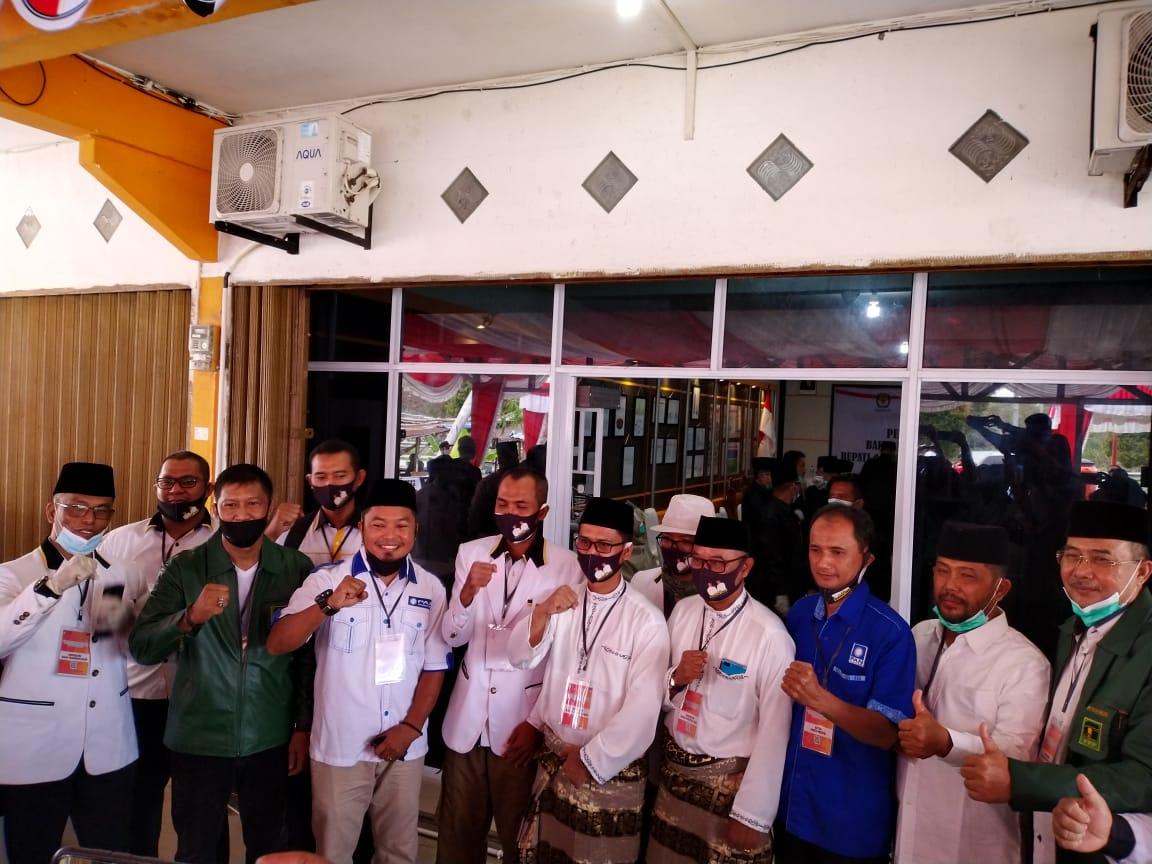 Pilkada Karimun, Didukung PAN dan PKS , Iskandarsyah dan Anwar Abubakar Daftar ke KPU